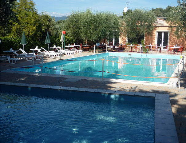Piscines et bar | Services Villaggio Borgoverde Imperia