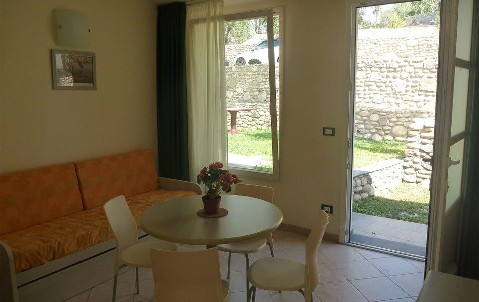 Holiday apartments for 2-4 people: entrance and garden | Villaggio Borgoverde Imperia
