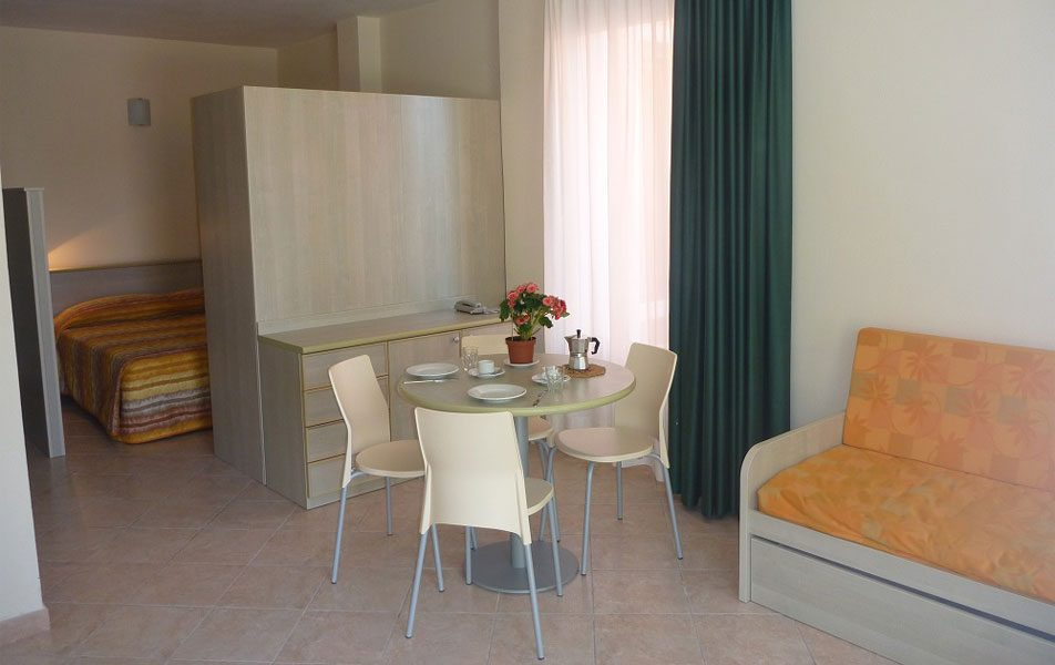 Holiday apartments for 2-4 people: living and sleeping area | Villaggio Borgoverde Imperia