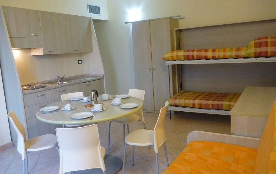 Appartamenti vacanza per 2-6 persone: zona giorno | Villaggio Borgoverde Imperia