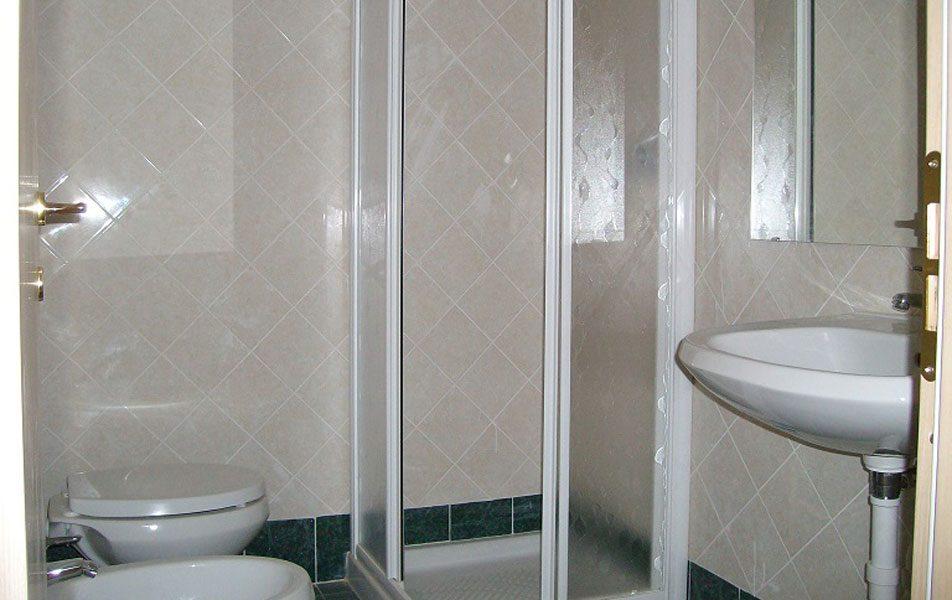 Holiday apartments for 2-6 people: bathroom | Villaggio Borgoverde Imperia